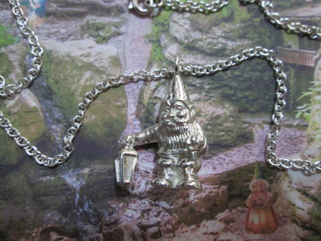 Lo Gnomo e la Lanterna - Ciondolo (Argento) - The Gnome and the Lantern - Pendant (Silver)