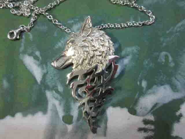 Lupo Bianco (con Catena) - White Wolf (with Chain)